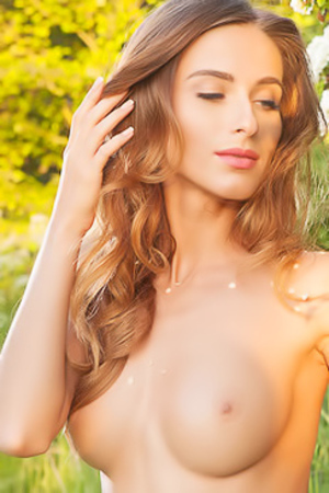 Naked Girl Rena Shows Her Oerfect Body Outdoor