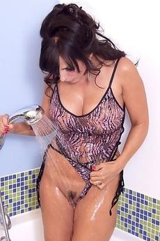 Catalina Cruz Hot Bath, Big Orgasm