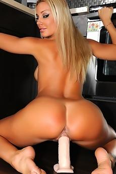 Sandy Fantasy Creamy Orgasm