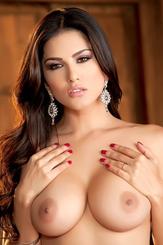 Sunny Leone Offers A World Class Performance