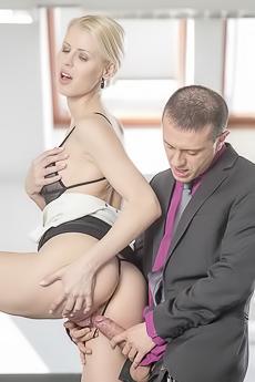 Lynna Nilsson Sexy Secretary
