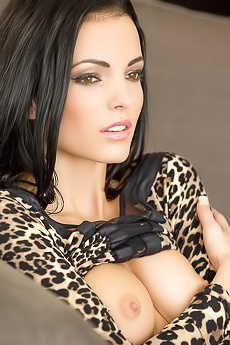 Sexy Model Sapphira